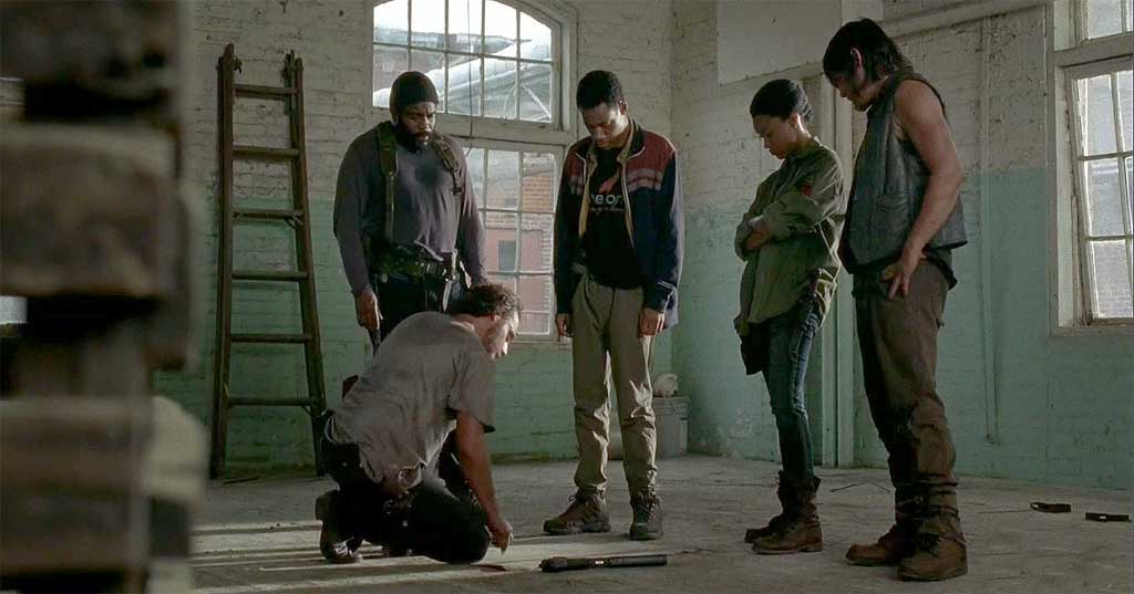 Tyreese, Noah, Sasha and Daryl look on as Rick explains his plan on attacking the Grady hospital.