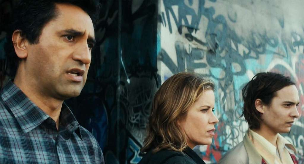 Travis (Cliff Curtis), Madison (Kim Dickens) and Nick (Frank Dillane) of Fear The Walking Dead