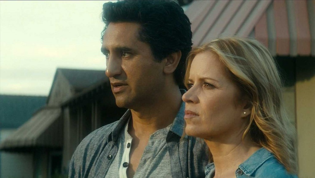Travis (Cliff Curtis) and Madison (Kim Dickens)