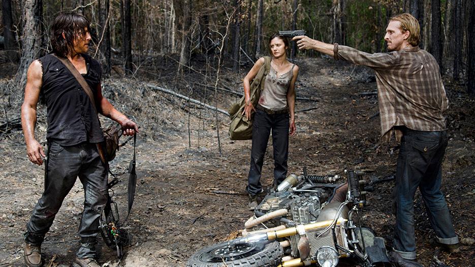 Daryl Dixon (Norman Reedus), Honey (Christine Evangelista) and D (Austin Amelio) in Episode 6