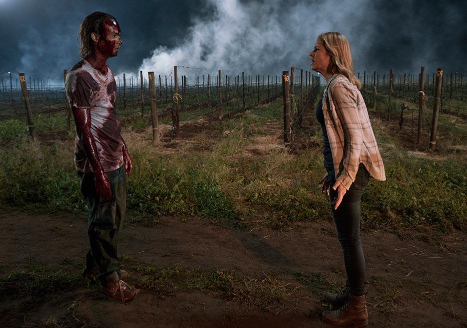 Madison (Kim Dickens) trying to talk sense into Nick (Frank Dillane)